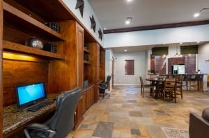 Apartments For Rent in Katy, TX - Clubhouse Interior Cyber Cafe and Kitchen